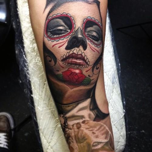 墨西哥本土漂亮的彩色女人肖像纹身图案