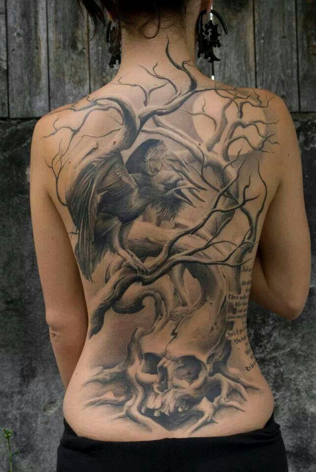 黑乌鸦和树木骷髅背部纹身图案