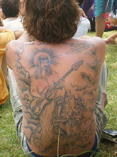 背部耶稣弹吉他纹身图案