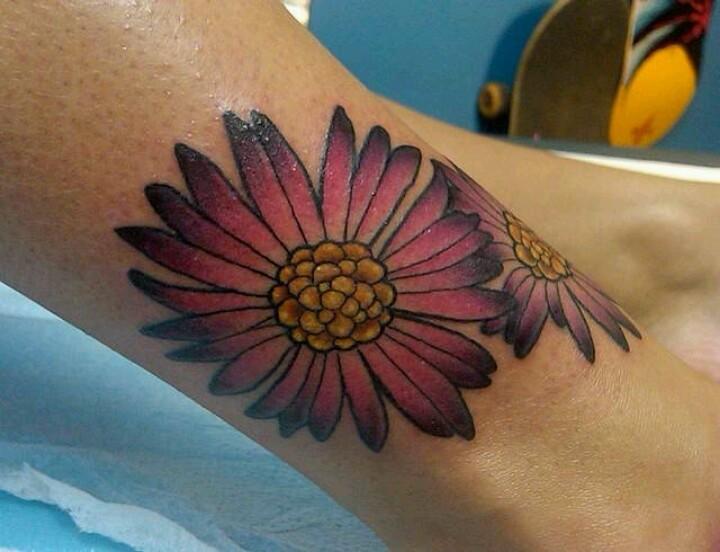 美丽的粉红色花朵纹身图案