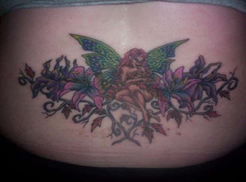 腰部红发仙女和绿翅膀花卉纹身图案
