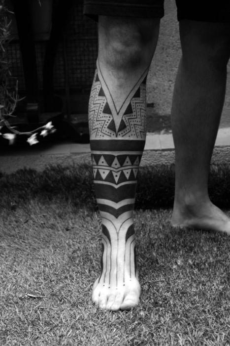 小腿黑色部落图腾个性纹身图案