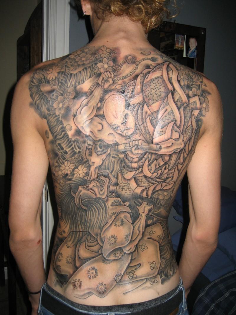 满背日式伟大的武士和恶魔纹身图案