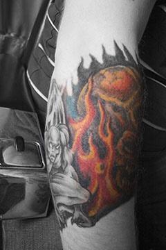 火臂和怪物彩色手臂纹身图案