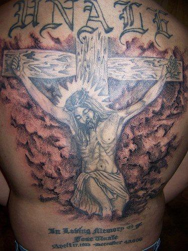 耶稣钉在十字架上纹身图案