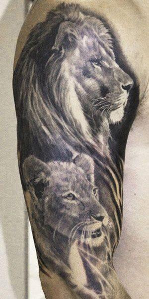手臂美丽的黑灰狮子家庭纹身图案