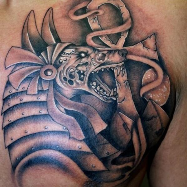 胸部黑灰風邪惡埃及神與符號紋身圖案