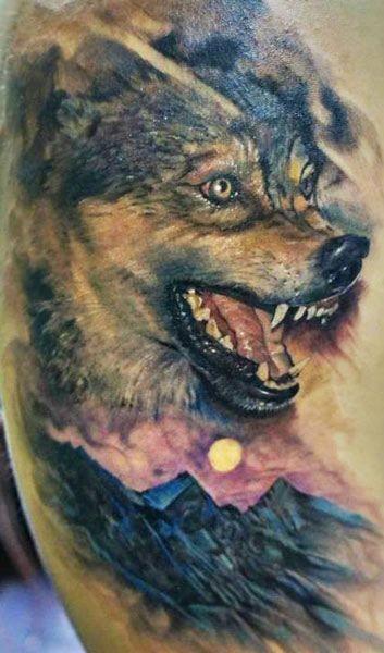 背部寫實的彩色邪惡狼紋身圖案