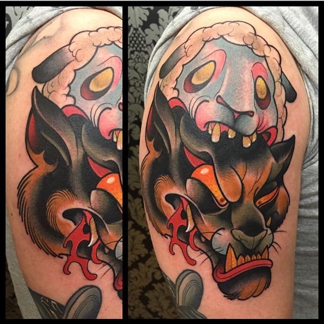 大臂卡通血腥的黑豹與羊頭紋身圖案