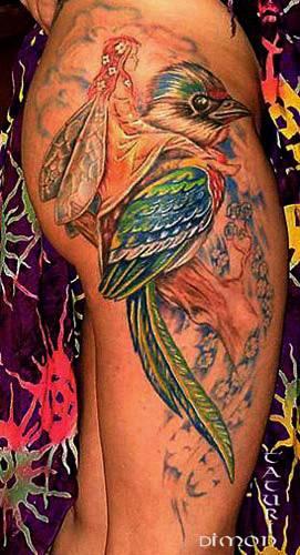 彩色小鸟与飞翔的小精灵纹身图案