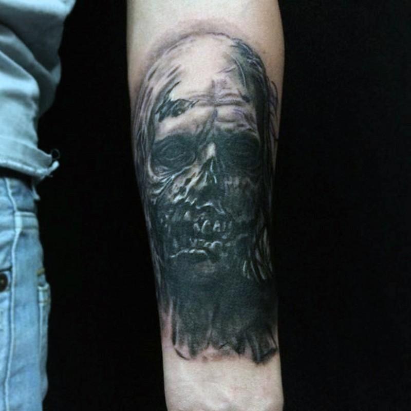 小臂恐怖电影风格手绘僵尸脸纹身图案