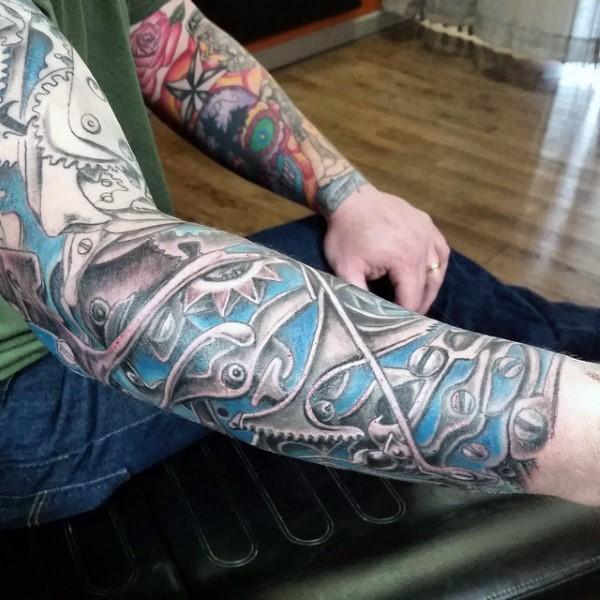 手臂趣味设计彩色机械纹身图案