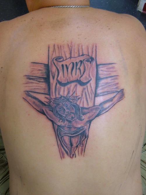 背部木制十字架与耶稣纹身图案