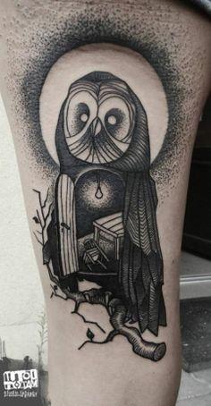 大腿old school黑色猫头鹰形状房子纹身图案