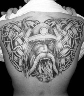 背部凯尔特结与维京战士纹身图案