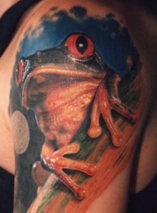 大臂美丽的青蛙纹身图案