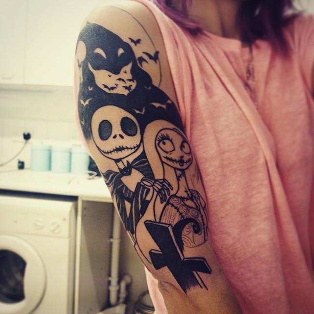 手臂黑白卡通僵尸平安彩票网与蝙蝠纹身图案