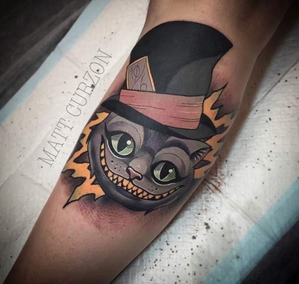 搞笑的卡通风格猫咪彩色手臂纹身图案