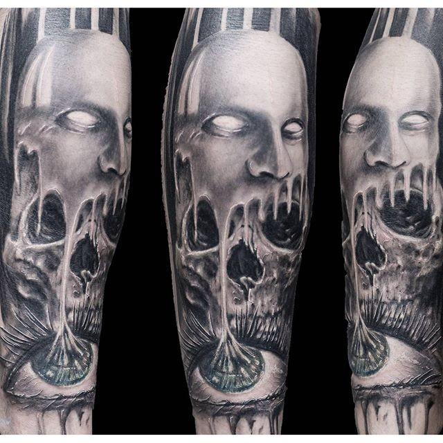 黑白可怕的怪物与骷髅眼镜纹身图案