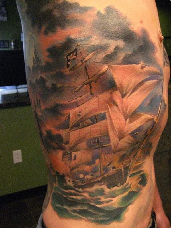 侧肋好看的彩色海盗帆船纹身图案