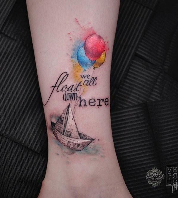 小腿漂亮的彩色气球纸船字母纹身图案