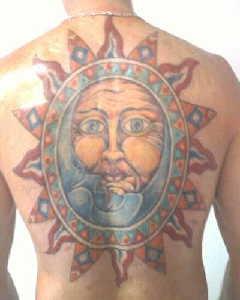 背部太陽和月亮彩色紋身圖案