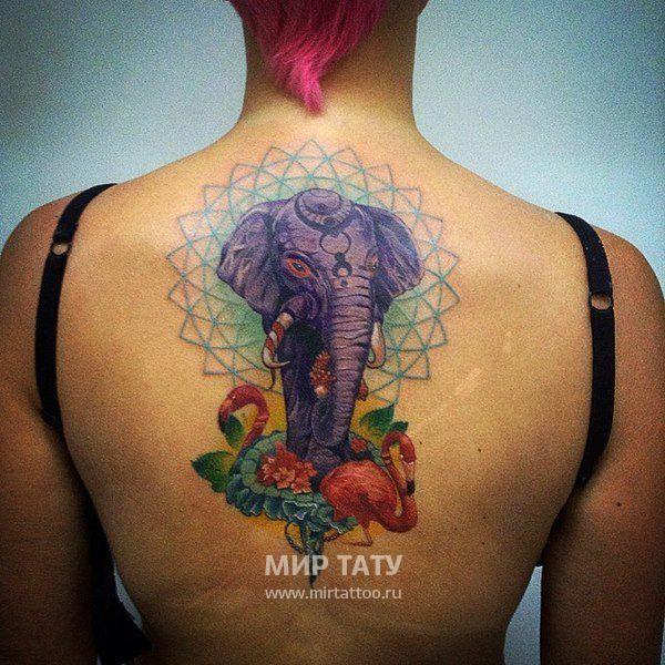 背部幻想彩色大象與火烈鳥和花朵紋身圖案