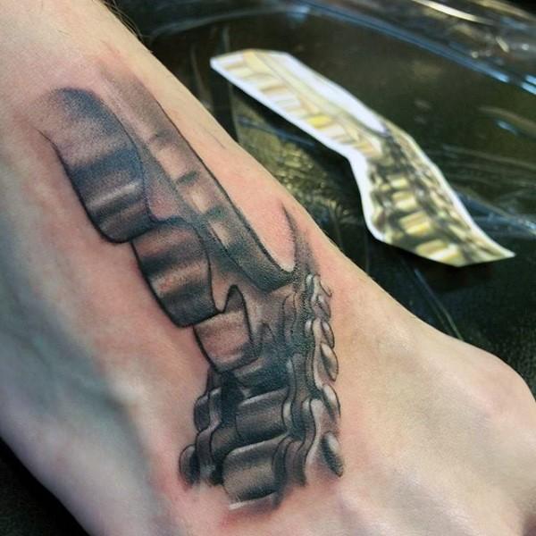 有趣的黑灰机械链条纹身图案