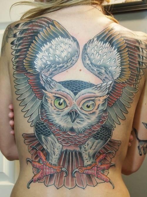 背部美好的颜色猫头鹰纹身图案