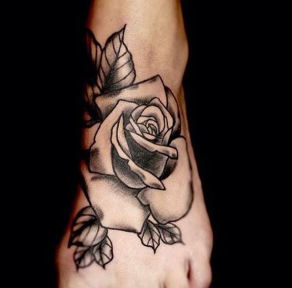 脚背黑色和白色块状玫瑰花纹身图案