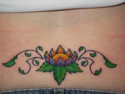 紫色的蓮花腰部紋身圖案
