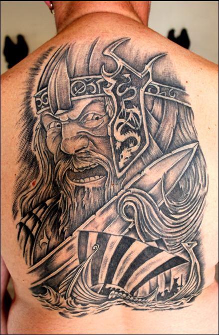 背部漂亮的维京归来纹身图案