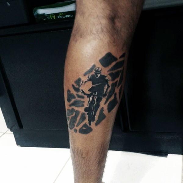 手臂黑色的自行车骑手纹身图案