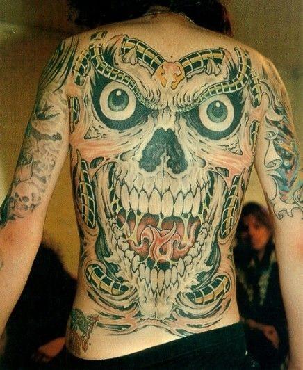 背部大笑的恶魔头像纹身图案