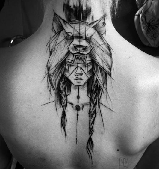 背部黑色的部落女性素描肖像纹身图案