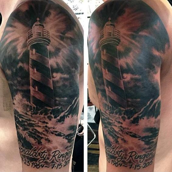 大臂黑灰风格灯塔和字母纹身图案