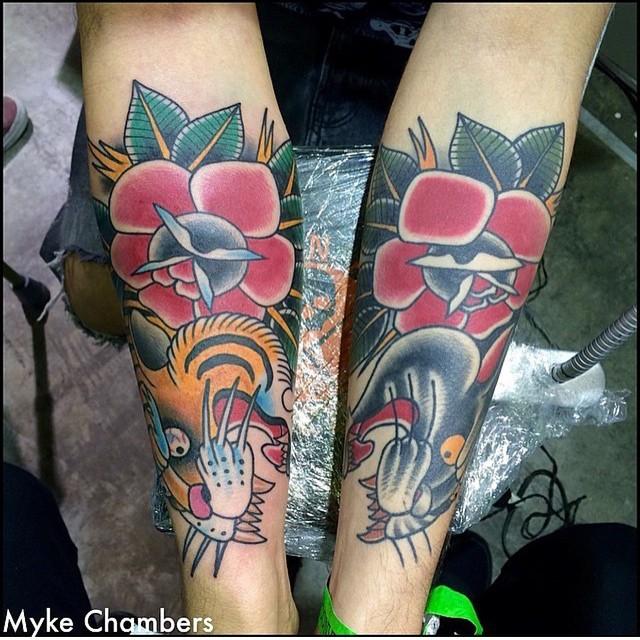 手臂old school彩繪虎老和黑豹花朵紋身圖案