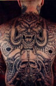 背部生物力学机械恶魔纹身图案