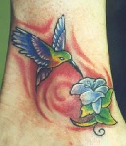 蜂鸟与花朵彩色纹身图案