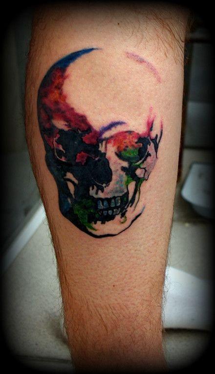 小腿美丽的水彩骷髅纹身图案