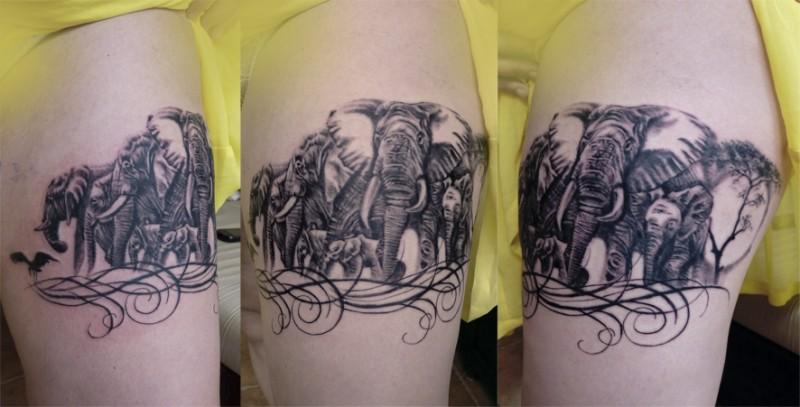 大臂好看的黑色大象家族纹身图案