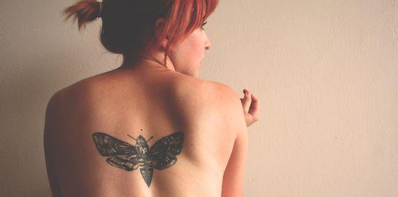 美女后背创意纹身