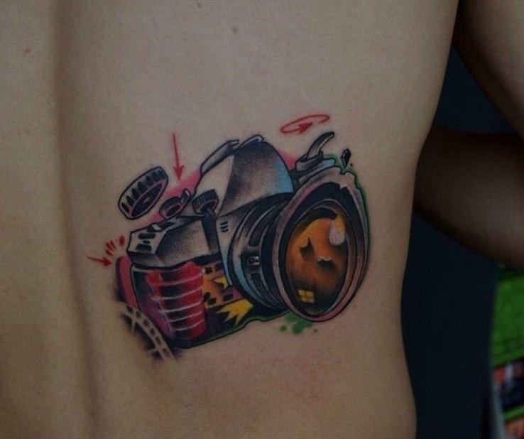 另类艺术腰部纹身