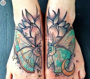 另类对称脚部纹身