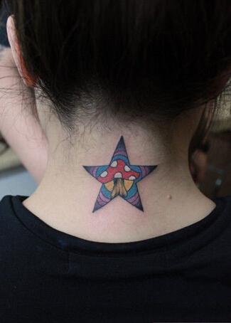 頸部炫彩星星紋身