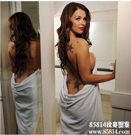 女星娜塔莎吉格斯后背五角星纹身图案图案