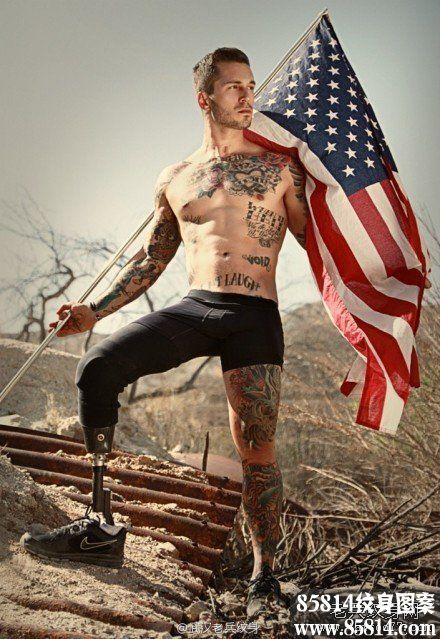美国海军陆战队一名前士兵在阿富汗作战时失去右腿后的励志纹身